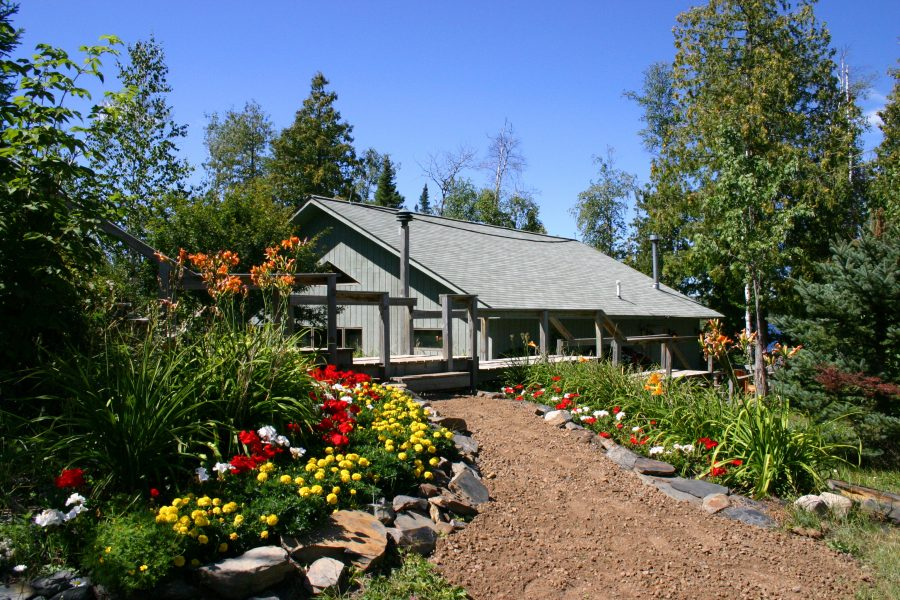Cabin 10 grounds with flowers 900x600 1